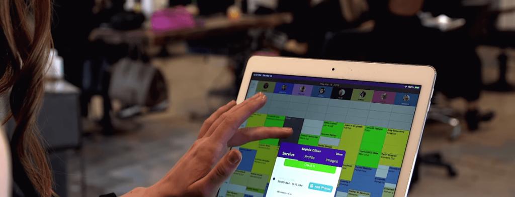 Mit dem Terminplaner der Phorest Salon software hast du den ganzen Tag im Salon im Blick!